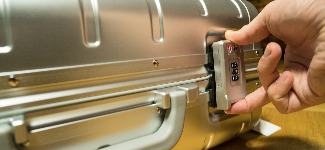 Xiaomi Aluminum Suitcase: 2 3-digit locks with TSA lock